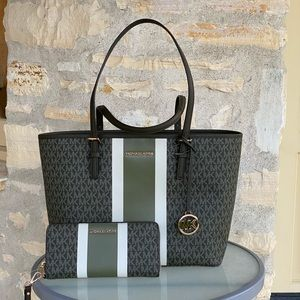 NWT Michael Kors md carry all tote&wallet